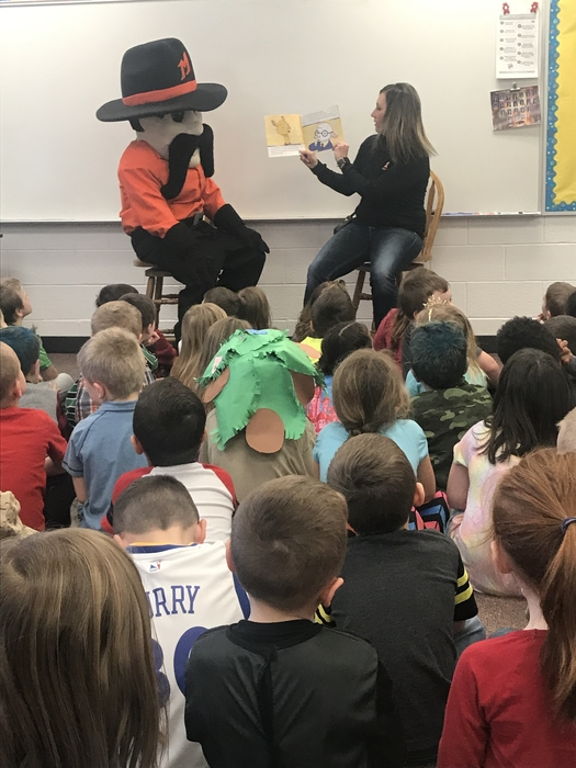Rowdy Ranger reading to kindergarten