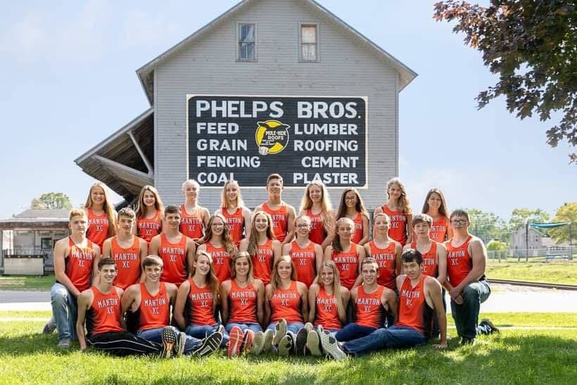 Group photo of high school cross country team team